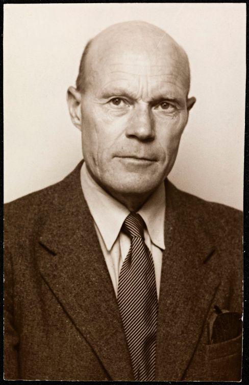 Portrett_av_Tarjei_Vesaas_(1897-1970)_(10036315523)